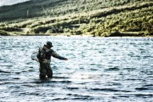 Stefan med fast fisk i Arjepkogsfjällen