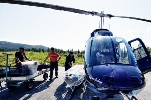Avresa med helikopter ut till Skieltajokk