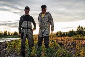 Två glada fiskare vid Tertojåkka