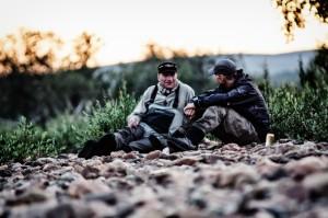 Patrik och Niklas vilar från flugfisket en liten stund